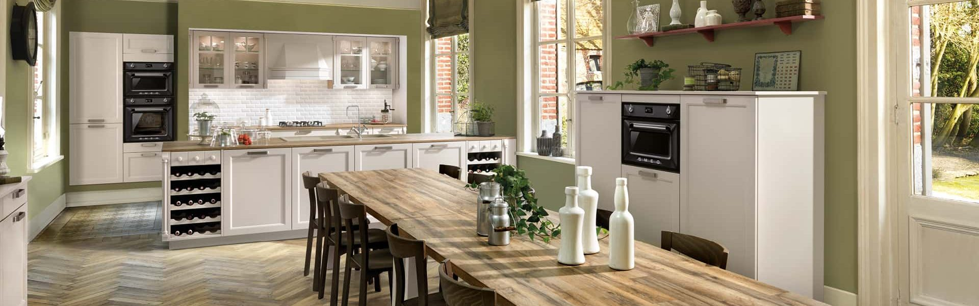 Hyggeligt køkken i sommerhus med Schmidt