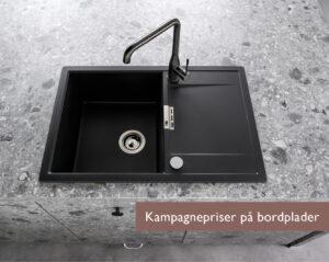 Køkkenbordplade i sten med sort køkkenvask