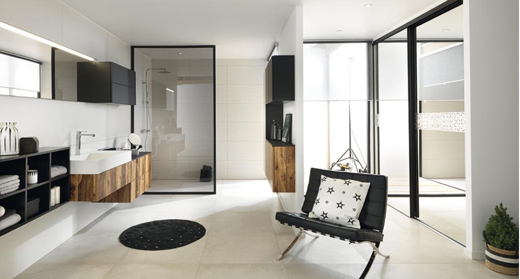 badeværelse med glasvæg