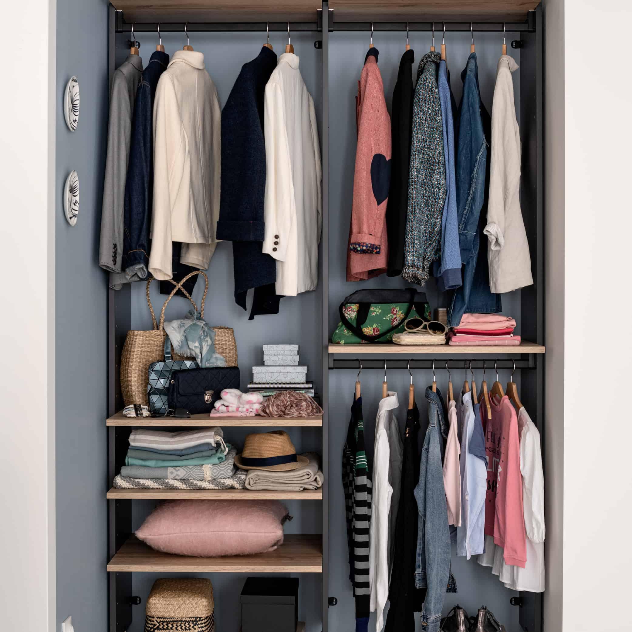 Garderobe med skydelåger