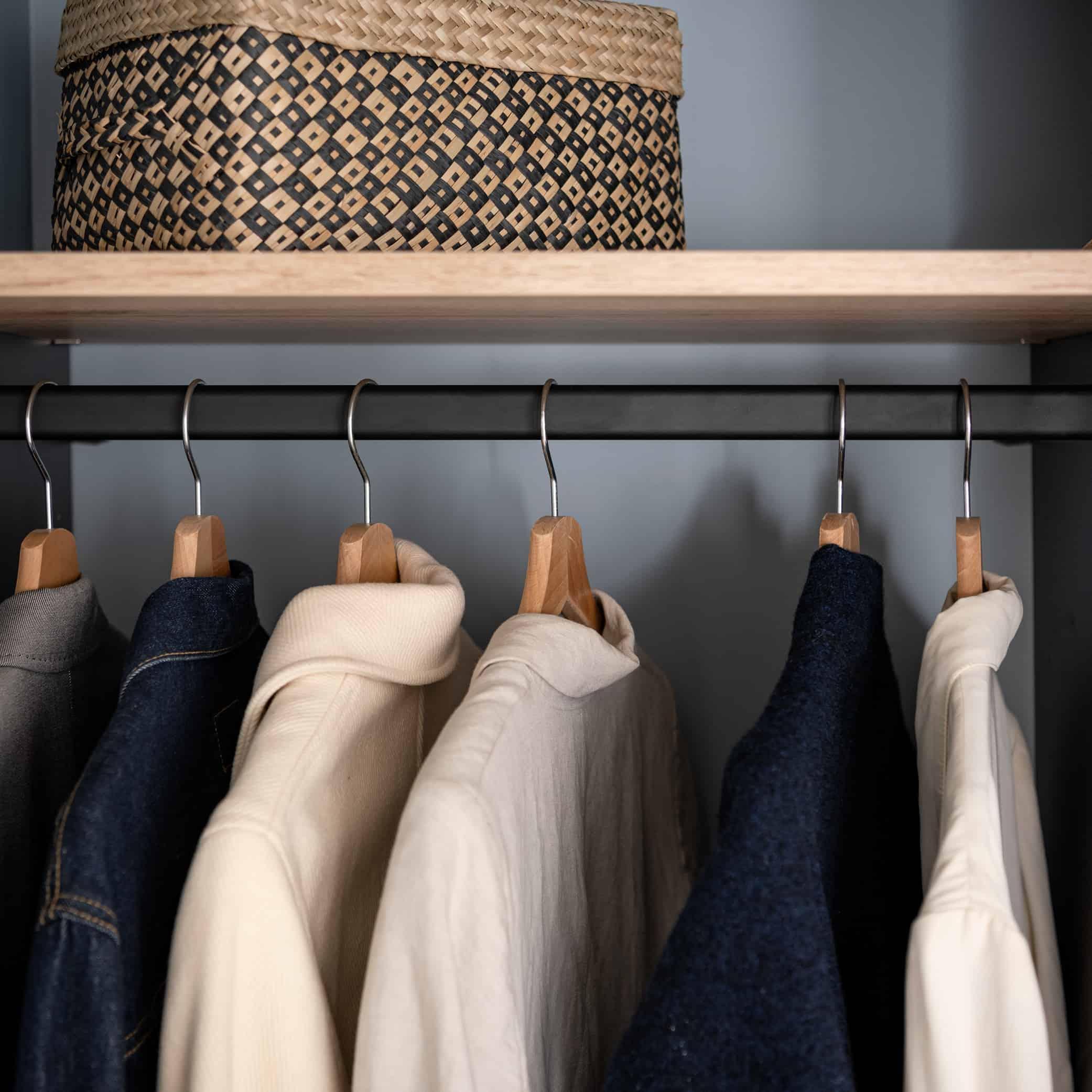 bøjlestand i garderobe
