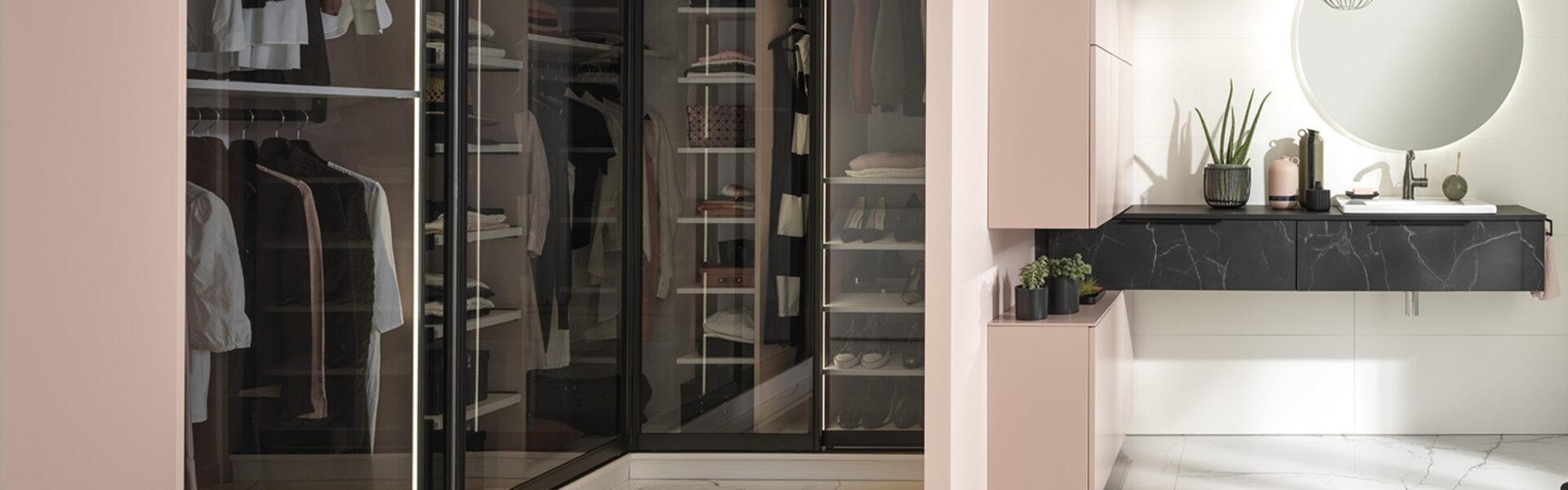 Garderobe skab med glaslåger